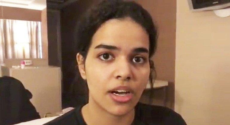 ACNUR entrevista a la joven saudita que huyó de su familia