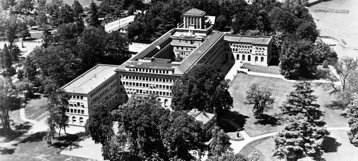 Vue aérienne du siège de l'Organisation internationale du travail (OIT) à Genève, en 1951