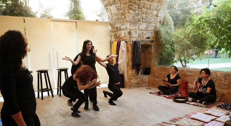 Líbano: cerrar las heridas de la violencia a través del teatro