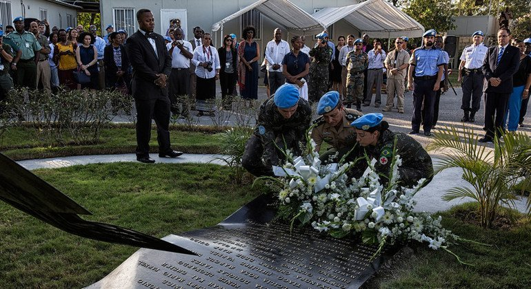 La Misión de la ONU en Haití celebra, en 2016, una ceremonia conmemorativa del sexto aniversario de terremoto registrado el 12 de enero de 2010.