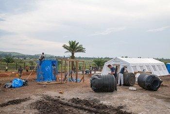 L'ONG Samaritans Purse construit une unité de traitement d'Ebola à Komanda, dans la province de l'Ituri, dans l'est de la République démocratique du Congo (RDC) en janvier 2019.