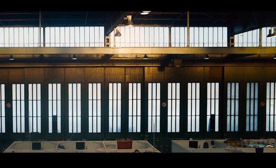 Aeroporto construído na Berlim da década de 20 foi transformado num abrigo para refugiados.