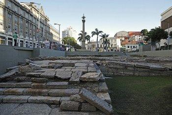 No Rio de Janeiro, o Cais do Valongo, principal porto de entrada de escravos nas Américas, é reconhecido como Patrimônio da Humanidade pela Unesco