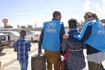 Crianças sobreviveram a sequestros, detenções e uma travessia marítima fracassada antes de conseguirem reencontrar a mãe.