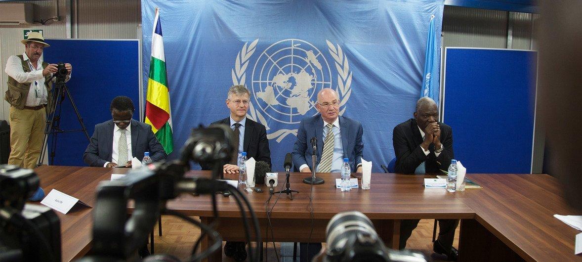 Jean Pierre Lacroix e Smail Chergui felicitaram o governo da República Centro-Africana e as outras partes pelo acordo de paz alcançado.