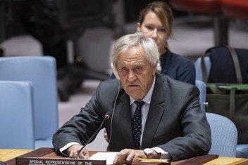 सोमालिया में संयुक्त राष्ट्र महासचिव के विशेष प्रतिनिधि निकोलस हेसम सुरक्षा परिषद को जानकारी देते हुए.