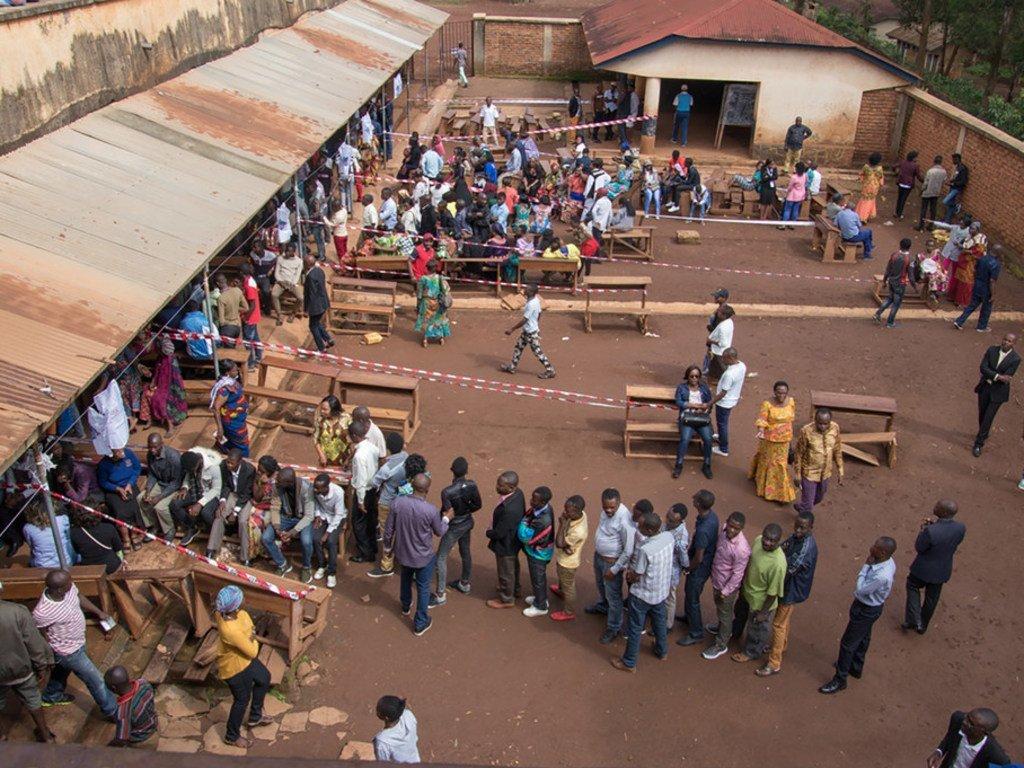 Des électeurs dans un bureau de vote en République démocratique du Congo (RDC) le 30 décembre 2018.