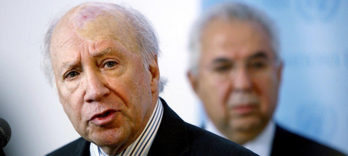 Личный посланник Генерального секретаря по переговорам между Грецией и Бывшей югославской республикой Македония Мэтью Нимец.