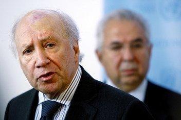 负责调解前南斯拉夫马其顿共和国和希腊两国国名争端的联合国秘书长个人特使马修-尼米兹