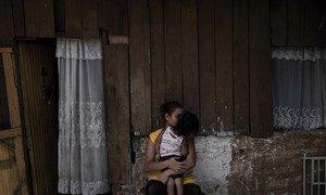 严重的有组织犯罪、帮派暴力和贫困迫使越来越多的儿童和家庭冒着生命危险离开洪都拉斯以寻求开启新生活的机会。每月都有数千名来自中美洲的儿童冒着遭遇绑架、人口贩运、强奸甚至杀害的风险逃离残酷的暴力帮派和令人窒息的贫困状态前往美国寻求庇护。