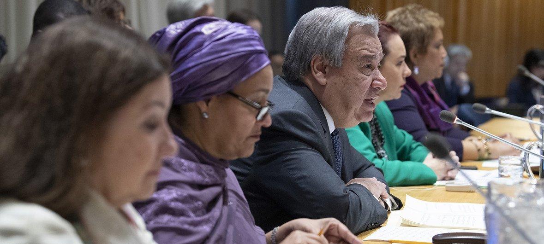 El Secretario General de la ONU, Antónoi Guterres (centro) durante la presentación de su visión para el año 2019.
