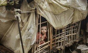 Ребенок из штата Ракхайн, Мьянма, где продолжаются обстрелы жилых районов