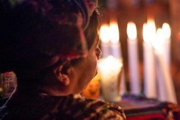 Après 36 ans d'attente, en août 2018, des familles de victimes du conflit armé ont finalement pu recevoir les restes de leurs êtres chers et procéder à un enterrement digne dans le village d'Ixtupil, au Guatemala.
