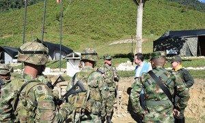 """2019年1月,秘书长哥伦比亚事务特别代表兼联合国哥伦比亚核查团团长卡洛斯·鲁伊斯·马休(Carlos Ruiz Massieu) 访问位于哥伦比亚安蒂奥基亚的""""培训与重新融入领地""""。"""