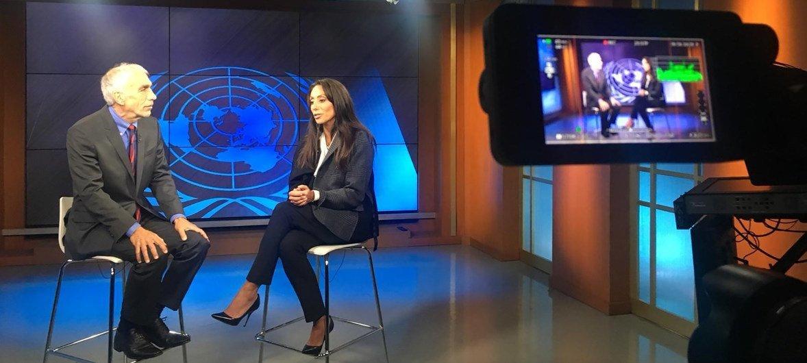 Дэвид Шефф и Вики Корнелл в телестудии ООН