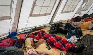 L'UE et la Croix-Rouge aident des milliers de migrants vénézuéliens à travers l'Amérique latine. La nuit, les femmes et les enfants sont hébergées dans des tentes, à côté des centres de santé de la Croix-Rouge.