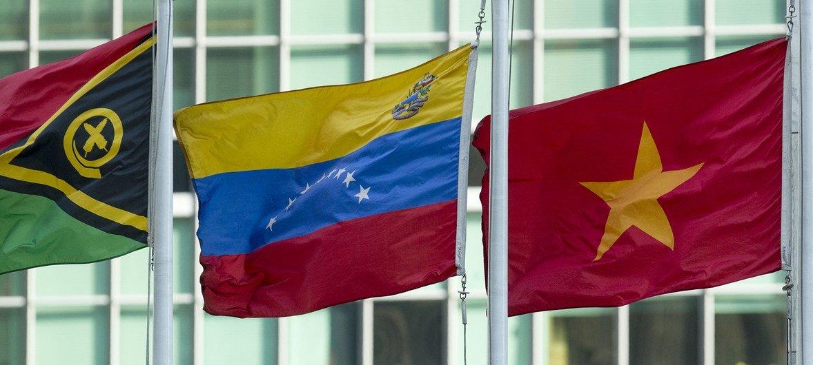 La bandera de Venezuela ondea en la sede de la ONU en Nueva York.