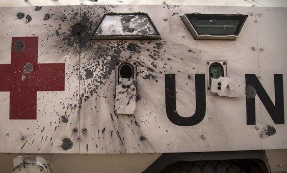Ambulância da ONU danificada durante um ataque à Minusma ocorrido em  janeiro.