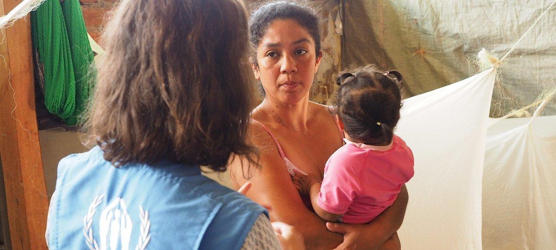 当这个委内瑞拉家庭抵达秘鲁时,他们得到了张开的双臂的接待。 一个秘鲁家庭为他们提供了一个小房间。在这儿,他们找到了一个新家。