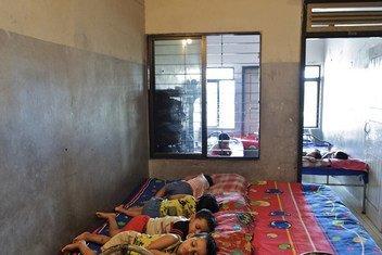 Niños rescatados de la trata duermen en Proshanti, un refugio gestionado por la Asociación de Abogadas de Bangladesh en Dhaka.