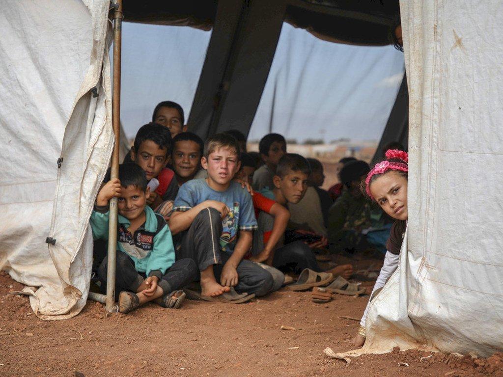 叙利亚儿童在伊德利卜部的一所学校帐篷里。