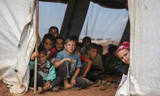 Crianças numa escola-tenda na Síria