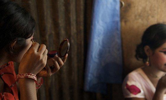 As meninas continuam a ser mais afetadas, com uma em cada cinco mulheres jovens, com idades entre os 20 e os 24 anos, casadas antes dos 18 anos.