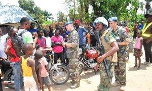 Monusco durante uma visita na localidade onde confrontos entre as comunidades Batende e Banunu causaram a morte de várias centenas de pessoas.