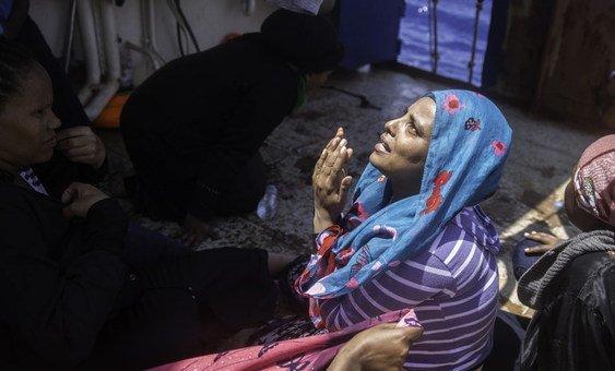 В ООН призвали стороны боевых действий в Ливии обеспечить защиту гражданского населения. Обстрелы и бомбежки угрожают жизни не только самих ливийцев, но и оказавшихся в Ливии беженцев и мигрантов, как эта женщина из Эфиопии.