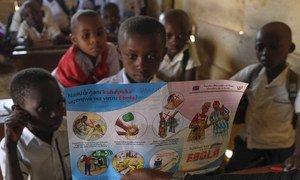 Des enfants à Beni, en République démocratique du Congo, apprennent à se protéger contre Ebola.