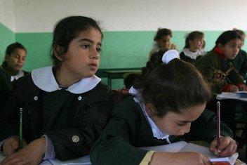 Meninas numa escola em Beit Lahia, na Faixa de Gaza