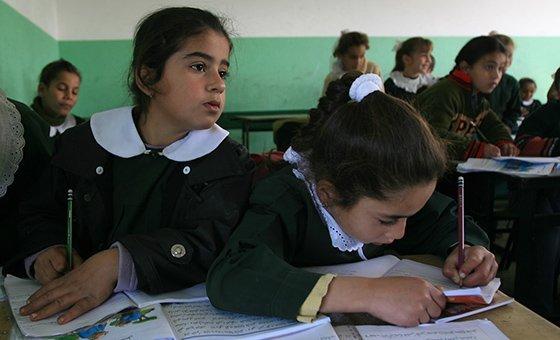 """Guterres reforça a ideia de que é necessário """"promover o acesso a oportunidades de aprendizagem para mulheres e meninas, particularmente nas áreas rurais""""."""