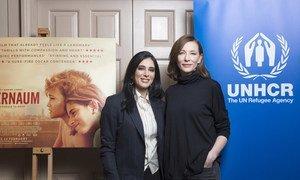 Cate Blanchett (à direita), embaixadora da Boa Vontade da Agência das Nações Unidas para Refugiados, com a diretora Nadine Labaki (à esquerda), na exibição do filme Cafarnaum , em Londres, Reino Unido.