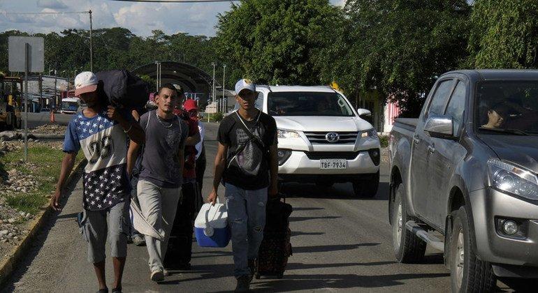Экономический кризис заставил миллионы жителей Венесуэлы бежать в соседние страны.
