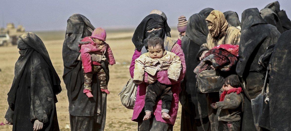 Десятки тысяч женщин и детей живут на территории лагеря Аль-Хол в ужасающих условиях.