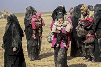 Wakimbizi wa Syria wakiwa mbioni kutafuta makazi