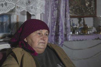 71-летняя Стефания вот уже четвертую зиму переживает не в собственном доме, который был поврежден снарядом.