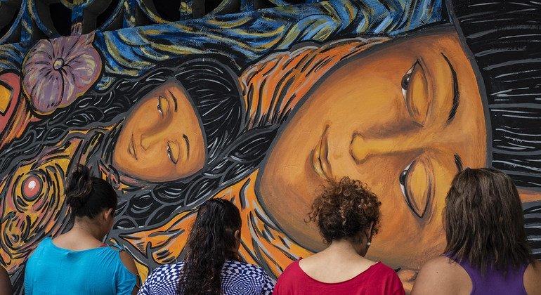 Mujeres centroamericanas encuentran la seguridad y la fortaleza en un mural