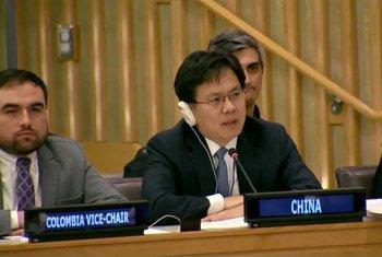 中国常驻联合国代表团参赞傅道鹏在联大第五委员会上发言。