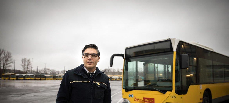 这位叙利亚难民在德国得到了重新安置,开始了在柏林做公交车司机的新生活。