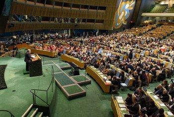 Нетерпимость распространяется со скоростью света - на церемонии памяти жертв Холокоста Генеральный секретарь ООН предупредил об опасности возрождения антисемитизма.