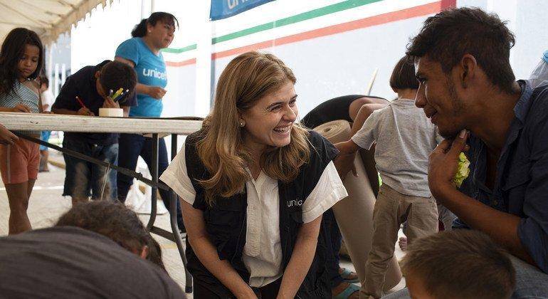 Paloma Escudero, la directora de comunicación de UNICEF ha visitado a las familias centroamericanas que viajan en caravana en la frontera entre Guatemala y México.