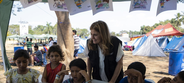 Paloma Escudero, la directora de comunicación de UNICEF, visita a las familias centroamericanas que esperan en la frontera entre Guatemala y México para solicitar una visa humanitaria