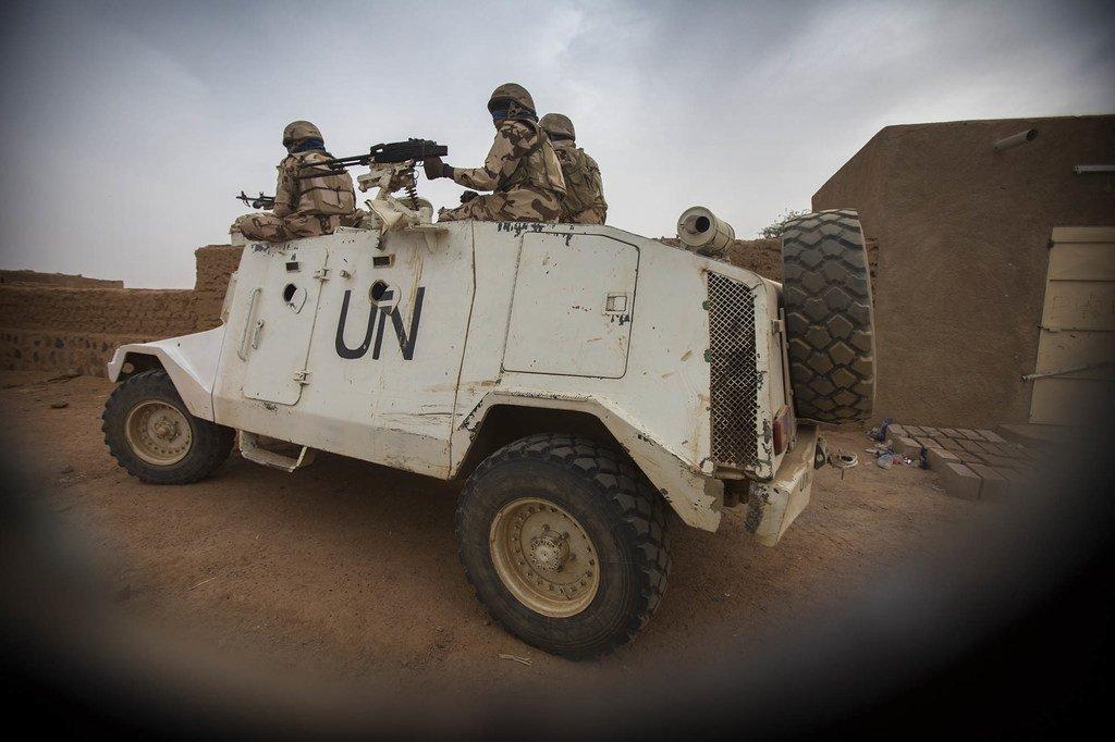Walinda amani kutoka Chad wakipiga doria katika mitaa ya Kidal nchini Mali.(maktaba Desemba 2016)