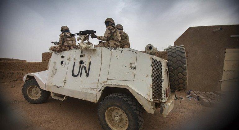 Миротворцы ООН из Чада патрулируют улицы города Кидаль. Фото 2016 года.