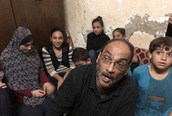 Atef A-nimnim na familia yake katika kambi ya wakimbizi wa kipalestina walioko Gaza