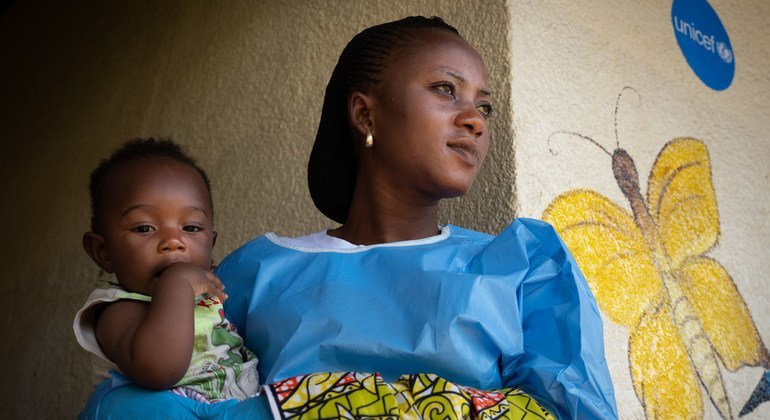 Ebola vaccine now for pregnant, nursing women, UN health agency announces