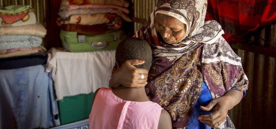 """Процедуру """"обрезания"""" этой 10-летней девочке из Сомали будет делать собственная бабушка. В ООН калечащие операции на женских половых органах признаны нарушением прав женщин."""