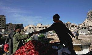 Цены на продукты в Ливии взлетели. В среднем ливийцы тратят на пропитание 53 процента имеющихся у них средств.