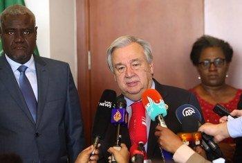 मीडिया को संबोधित करते यूएन महासचिव एंतोनियो गुटेरेश.